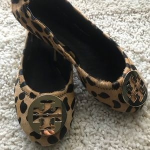 Tory Burch Reva Flats Animal Print size 6 EUC